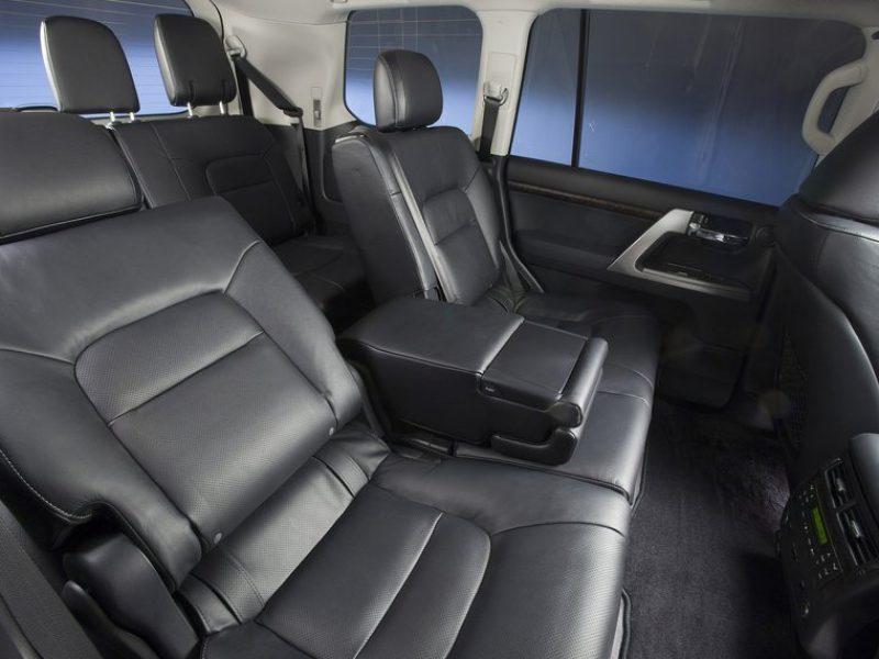 Toyota-Land-Cruiser-200-2013-salon-2